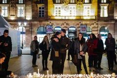 Tribute, die ausgebreitet werden, nachdem das Paris Paris-Angriffe af in Angriff nimmt Stockfotos