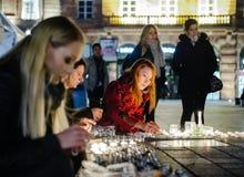 Tribute, die ausgebreitet werden, nachdem das Paris Paris-Angriffe af in Angriff nimmt Lizenzfreies Stockbild