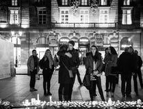 Tribute, die ausgebreitet werden, nachdem das Paris Paris-Angriffe af in Angriff nimmt Stockfoto