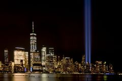 Tributo 911 de la luz de New York City Foto de archivo