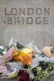 Tributo del ponte di Londra alle vittime del terrorista Immagini Stock
