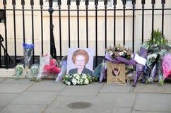 Tributos a la ex iglesia de monasterio primera británica Margret Thatcher Who Died L Imagen de archivo