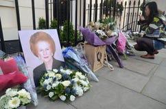 Tributos a la ex iglesia de monasterio primera británica Margret Thatcher Who Died L Imagen de archivo libre de regalías