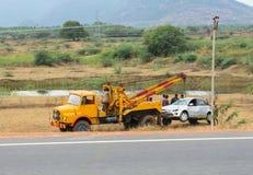 TRICHY,印度- 2月15 :在事故以后,汽车培养e 免版税库存图片