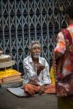 TRICHY INDIA-FEBRUARY 14: Indisk tiggare 14, 2013 i Trichy, Ind Royaltyfri Bild