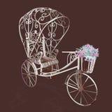 Triciclo branco retro da elegância com flores Fotos de Stock