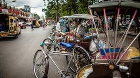 Triciclo (legge del Sam) in un rullo con il driver Fotografia Stock