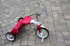 Triciclo rojo de Childs parqueado Fotografía de archivo libre de regalías