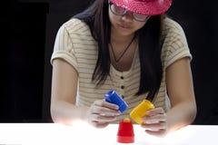 Trick med tre koppar Royaltyfri Fotografi