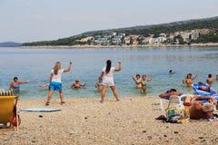 Trickzeichner auf dem Strand von Kroatien Stockbilder