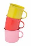 Tricolor de las tazas apiladas aisladas incluya la trayectoria Imágenes de archivo libres de regalías