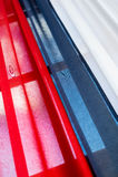 Tricolor gardin med rött, blått och vitt Arkivbild