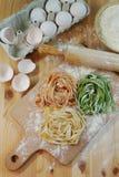Tricolor pastatagliatelle Arkivbild