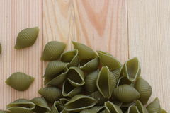 Tricolors makaron, włoski makaron, miarowy makaron, mini skorupa makaron, Fotografia Royalty Free