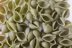 Tricolors makaron, włoski makaron, miarowy makaron, mini skorupa makaron, Zdjęcia Royalty Free