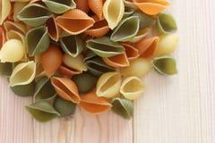 Tricolors pasta, italiensk pasta, vanlig pasta, kortkort beskjuter pasta, Royaltyfria Bilder