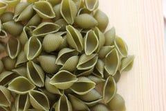 Tricolors pasta, italiensk pasta, vanlig pasta, kortkort beskjuter pasta, Fotografering för Bildbyråer