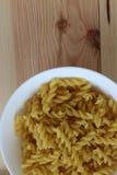Tricolors pasta, italiensk pasta, vanlig pasta, kortkort beskjuter pasta, Royaltyfri Foto