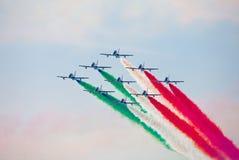Tricolour Pfeile Frecce Tricolori in Pisa Airshow, italienisches nationales akrobatisches PAN Lizenzfreies Stockfoto