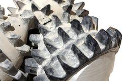 tricone位特写镜头钻井查出的岩石 免版税库存图片