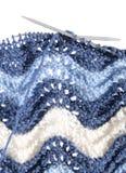 Tricotage à la main du fond avec les ondes de dentelle Photo libre de droits
