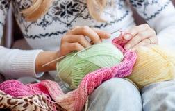 Tricotage à la maison Photos libres de droits