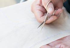 Tricotage aîné de femme Photo stock