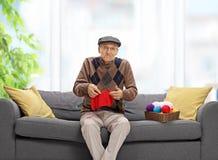 Tricotage confus d'aîné Images libres de droits