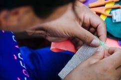 Tricotage de femme images stock