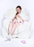 Tricotage de femme enceinte Photographie stock libre de droits