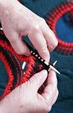 Tricotagem manual sênior Imagens de Stock