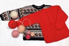 Tricotant, chaînes de caractères de laine images stock