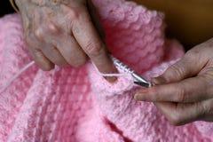 Tricotant toujours Photos stock