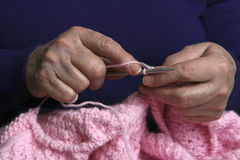Tricotant toujours Photo libre de droits