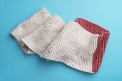 Tricotez l'écharpe d'hiver image libre de droits