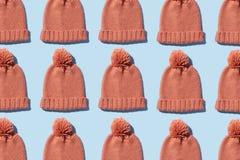 Tricotez le chapeau d'hiver images libres de droits