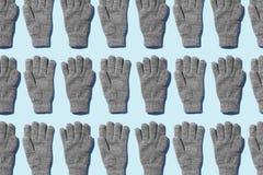 Tricotez les gants d'hiver photo stock