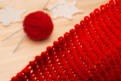Tricots, fil et décorations tricotées de Noël Photos libres de droits