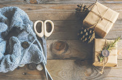Tricottare i regali di natale Fotografia Stock