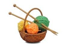 Tricottare lana e gli aghi Immagini Stock