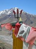 Trident und lungta-ähnliche Gebetsflaggen Stockfotografie