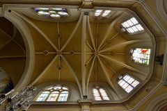 Triel sur Seine, Frankrike - april 12 2016: St Martin kyrka Arkivbild