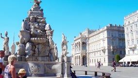 TRIEST, ITALIEN - 11. AUGUST 2017 ` Italien Marktplatz-UNITA d oder Einheit von Italien-Quadrat stock video footage