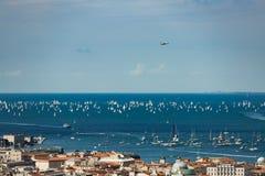 Triest, Italien In 2000 des Segelbootes im adriatischen Meer während der Barcolana-Regatta 2017 Das größte Segelboot regata in lizenzfreies stockfoto