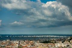 Triest, Italien In 2000 des Segelbootes im adriatischen Meer während der Barcolana-Regatta 2017 Das größte Segelboot regata in lizenzfreie stockfotos