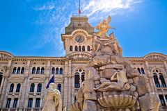 Triest-Rathaus auf Quadratansicht Marktplatz-UNITA d Italien stockfotos