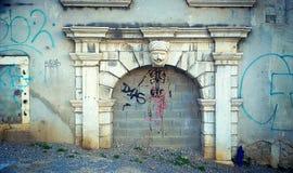 Trieste, cidade velha, porta dianteira de mármore antiga Fotografia de Stock Royalty Free