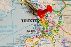 Trieste en mapa imagenes de archivo