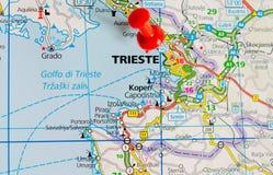 Trieste en mapa imagen de archivo