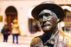 Trieste, Italia - 29 de abril de 2017: Estatua de James Joyce fotografía de archivo